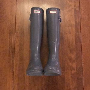 Grey glossy tall hunter boots, gently worn, size 9
